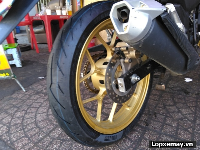 Thay lốp pirelli rosso sport cho honda winner có tốt không  - 1