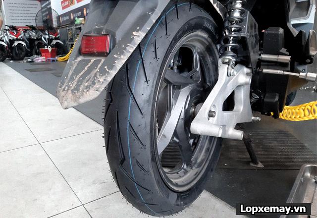 Lốp chống trượt cho xe air blade đi trong mùa mưa an toàn - 4
