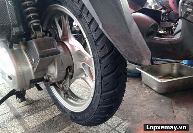 Lốp chống trượt cho xe air blade đi trong mùa mưa an toàn - 3