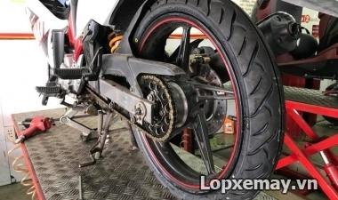 Thay lốp Dunlop cho Exciter 135, thách thức đinh tặc